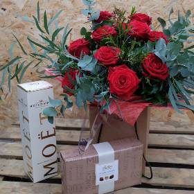 Luxury Red Rose Gift Set